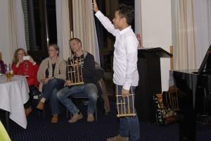 Angklung Workshop mit Malik. Foto: Andreas Heisler
